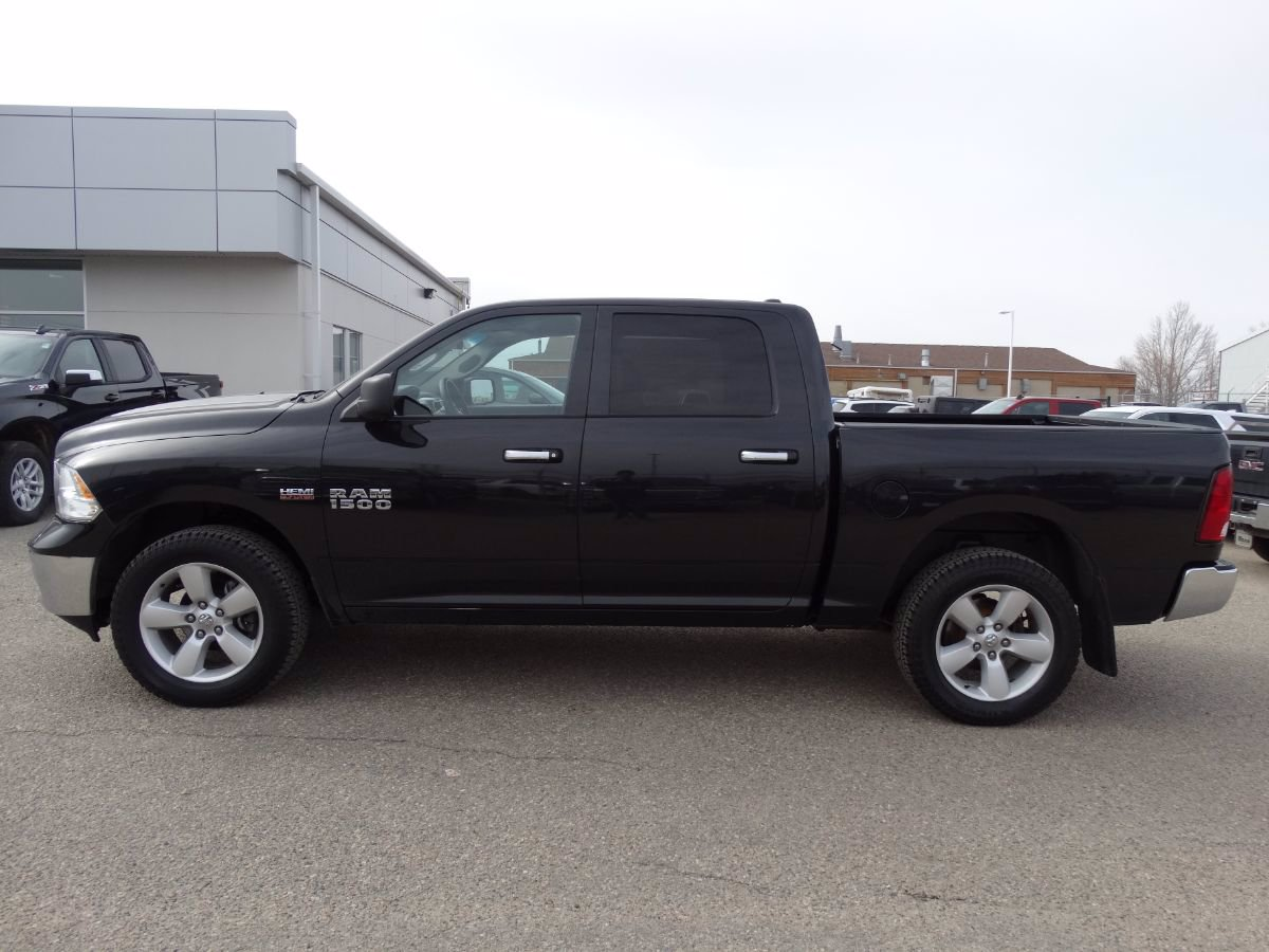 Pre-Owned 2017 Ram 1500 SLT | Bluetooth, No Accidents.