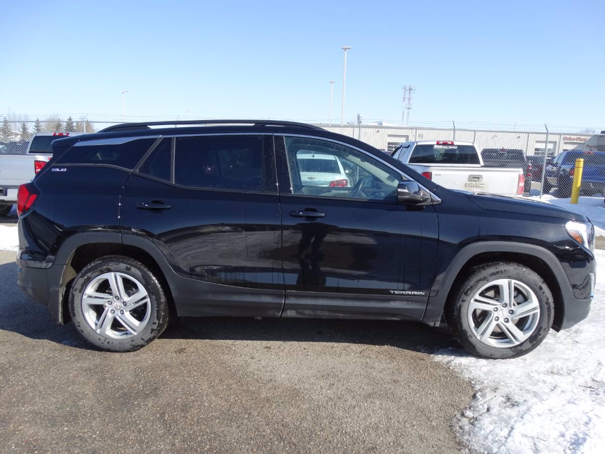 Certified Pre-Owned 2019 GMC Terrain SLE | 2.0L, Nav, Sunroof.